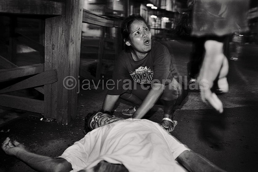 Javier Arcenillas © Latidoamérica Assault at Hotel Richard seventh avenue in comayagüela woman cries mary rina monzon disconsolate over the body of Renaldo Palma allegedly killed in a discussion.